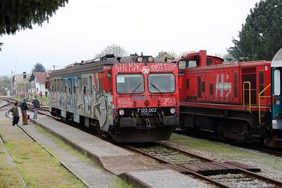 1) 7122 002 (98 78 7122 002-4) at Lipik on 6th April 2014 working 2453