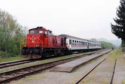 5) 2041 104 (98 78 2041 104-7) at Lipik on 6th April 2014 working railtour