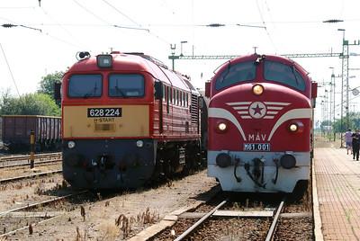 628 224 & M61 001 at Kazincbarcika on 6th July 2015 (2)