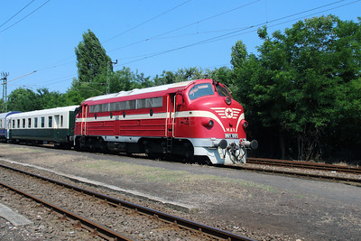 M61 001 at Vacratot on 3rd July 2015 working PTG Railtour (5)