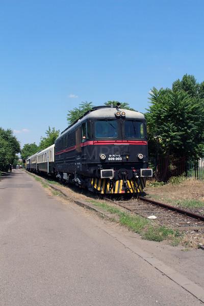 FLOYD, 609 003 (92 55 0609 003-2 H-FLOYD) at Martirok LC on branch to Szolnok BI-KA Logisztika on 5th July 2015 working PTG Railtour (3)
