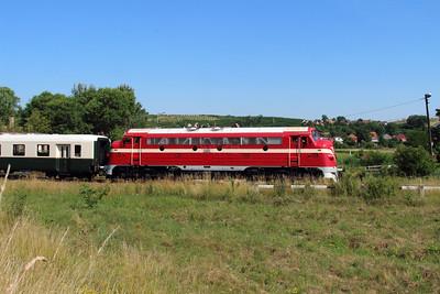M61 001 at 3 8km on Sajobabony on 4th July 2015 working PTG Railtour (3)
