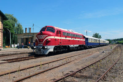 M61 001 at Ozd on 4th July 2015 working PTG Railtour (1)