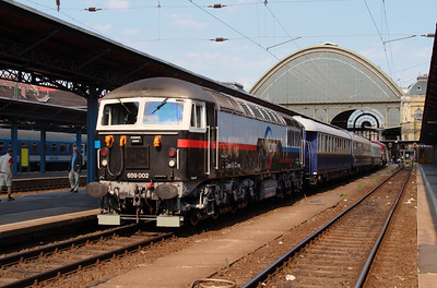 Floyd, 659 002 (92 55 0659 002-3 H-FLOYD ex UK 56 115) at Budapest Keleti on 3rd July 2015 working PTG Railtour (6)