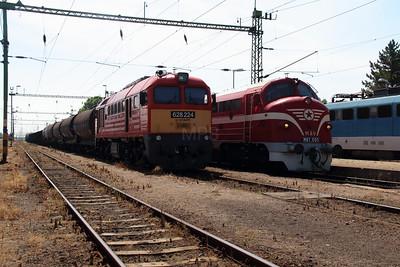 628 224 & M61 001 at Kazincbarcika on 6th July 2015 (3)