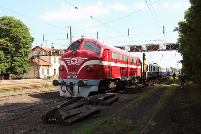 M61 001 at Rakospalota Ujpest on 3rd July 2015 working PTG Railtour (1)