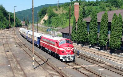 M61 001 at Somoskoujfalu on 4th July 2015 working PTG Railtour (7)