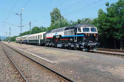 Floyd, 659 002 (92 55 0659 002-3 H-FLOYD ex UK 56 115) at Vacratot on 3rd July 2015 working PTG Railtour (9)