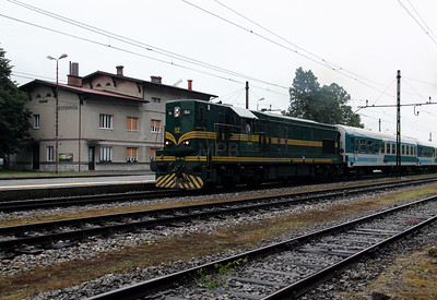 661 164 at Borovnica on 20th June 2010 (6)
