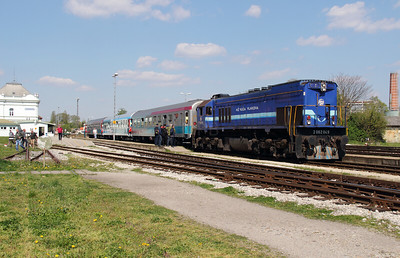 HZ, 2062 049 (98 78 2062 049-8) at Varazdin on 20th April 2015 working railtour (3)