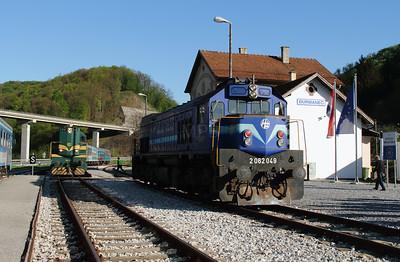 HZ, 2062 049 (98 78 2062 049-8) at Durmanec on 20th April 2015 working railtour (6)