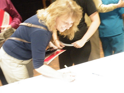 Lori Smith Hunter '86 autographs the sign in poster,.