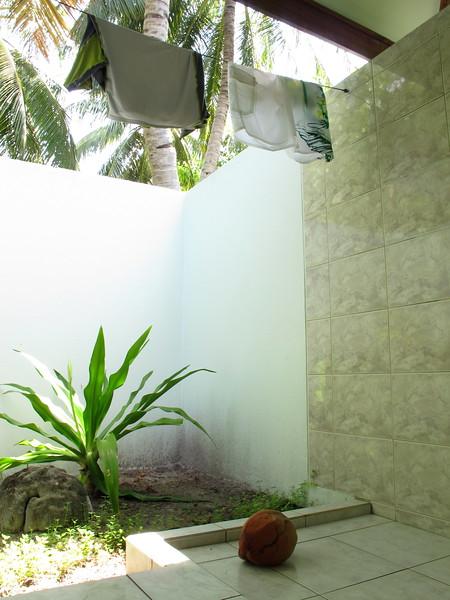 .. v koupelne pristal kokos ..