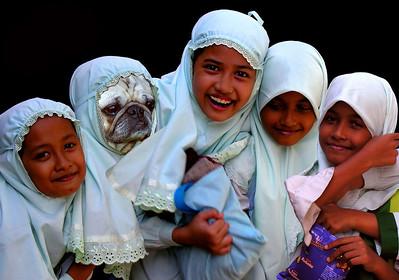 JAVANESE SCHOOLGIRLS - SURABAYA, INDONESIA