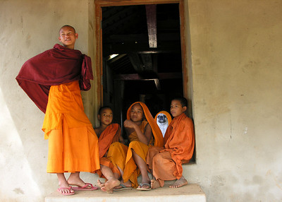 BUDDHIST MONKS - KENGTUNG, BURMA