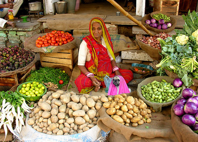 MARKET LADIES - VARANASI, INDIA