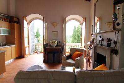 PV102 - CHIANTI CLASSICO - Renovated Apartment in Historical Neoclassical Villa