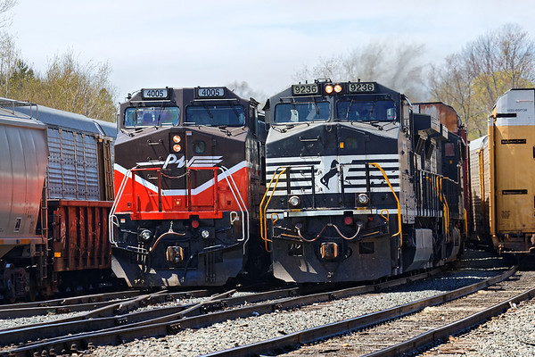 Playing with the big boys – switching in the Gardner yard 2016 – Bob Arnold photo
