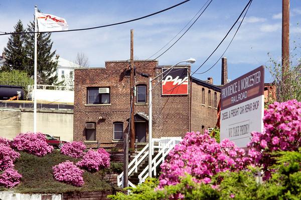 P&W Admin building, Spring 1999 – Bob Arnold photo