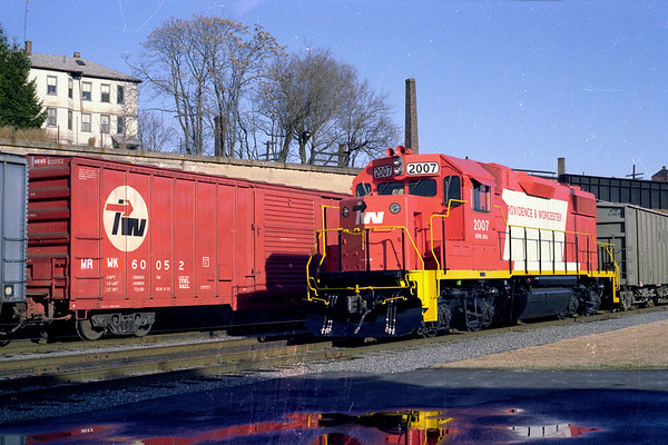 P&W 2007 and P&W boxcar in Worcester yard 1980 – Al Arnold photo