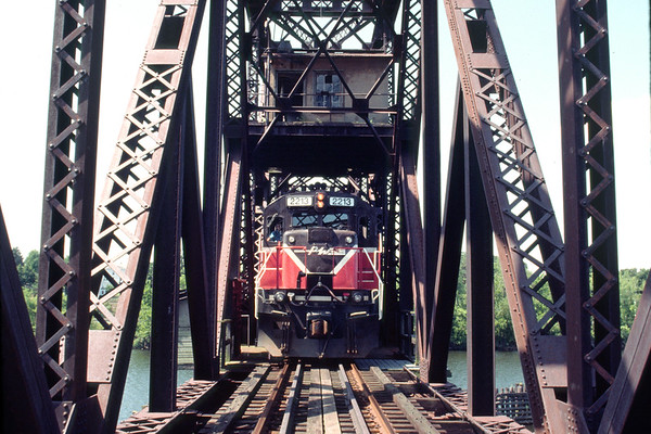Re-decking the Middletown Swing Bridge 1998 – Bob Arnold photo