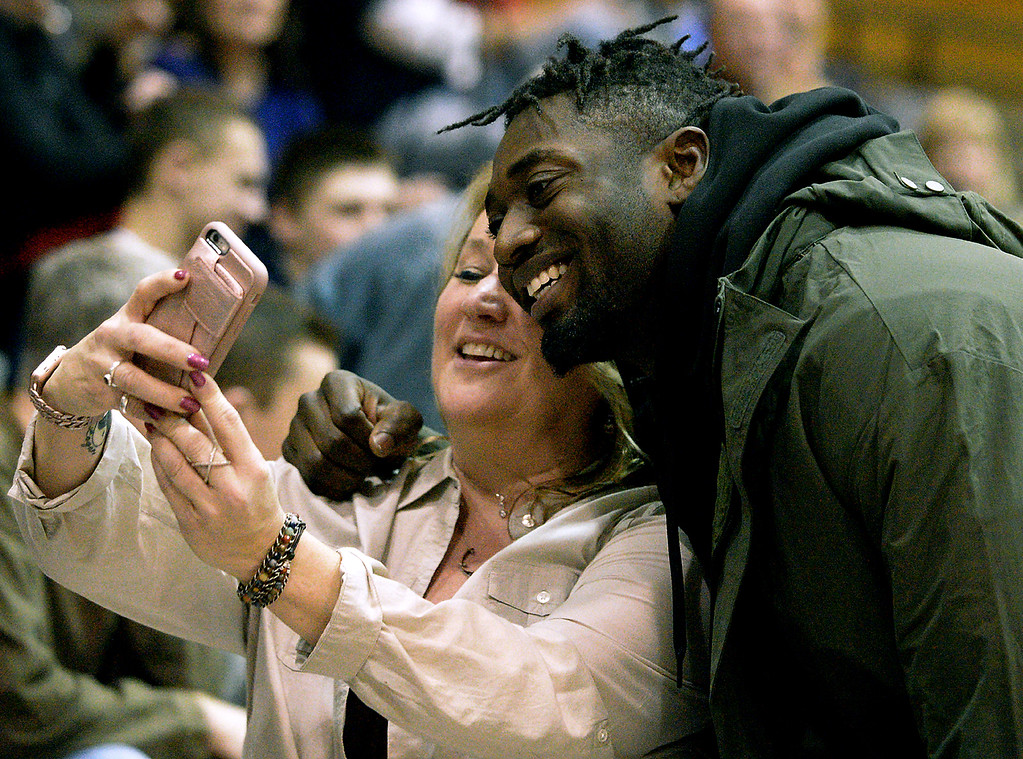 . Kansas City Chiefs linebacker Tanoh Kpassagnon, a Wissahickon High School grad, poses for a selfie with Michelle Wilson at halftime of the basketball game with Quakertown.  (Bob Raines/Digital First Media)