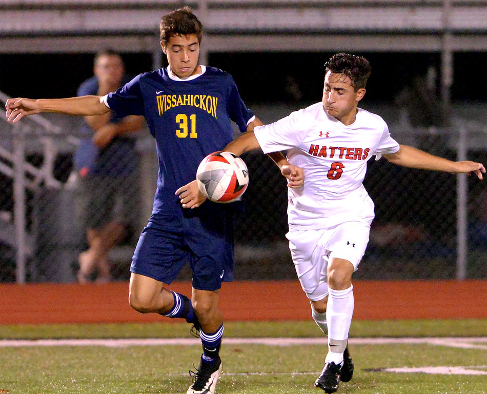 . Wissahickon\'s Christian Vorchheimer battles Hatboro Horsham\'s JD Mallinder Oct. 10, 2017. / Bob Raines--Digital First Media