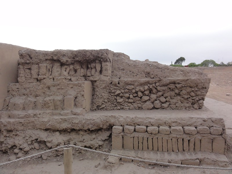 Huaca Pucllana, Lima. Sample of the simple construction technology the builders used. The hill was build by the Wari people, the indigenous population about 1300 years ago. So it's easy to see that the builders of the much more elaborated and precisely planned megalithic mountain cities in the Sacred Valley near Cusco and Cusco itself have been immigrants.