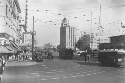 Looking east on Ocean Avenue from Pacific Avenue in Long Beach circa 1925, Pacific Electric 70 is about to pass a Birney type car.   Photographer Unknown, Jeffrey Moreau Collection