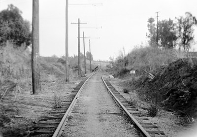 PE La Habra Line Yorba Linda Puente Ave view east 1000 ft from end of track  100541 REYc UNK