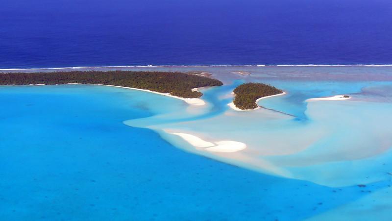 Aerial shot of Aitutaki Lagoon as we flew back to Rarotonga.