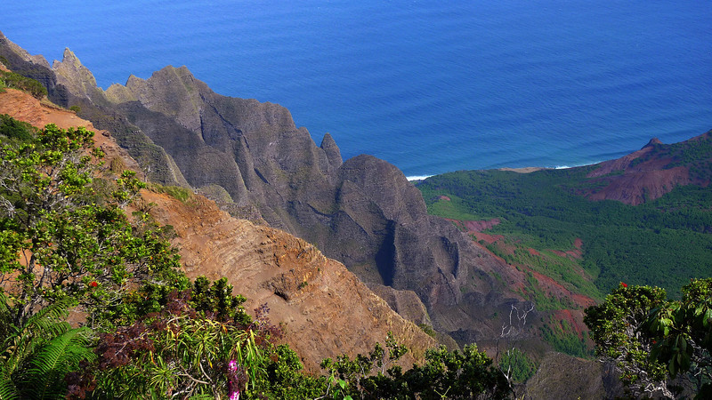 Another shot of the Kalalau Valley from the Kalalau lookout.