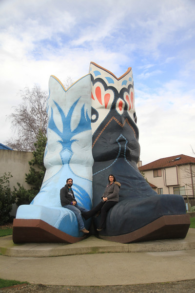 Giant boots. & Dave & Ilda.