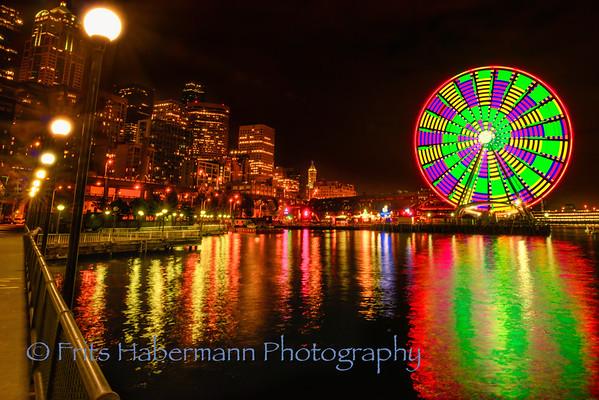 Seattle Ferris Wheel at night