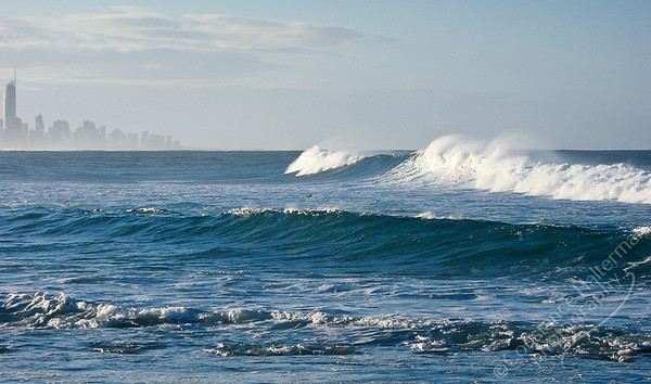 Surfer's Paradise - Burleigh Heads waves