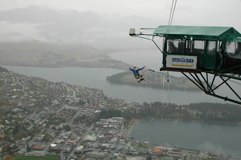 bungee jumping over Queenstown