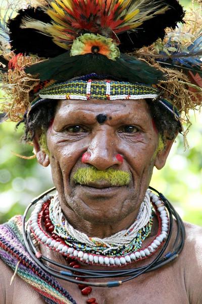 Kupunu, the head master of the wig school