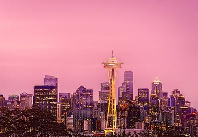 Spaceneedle in a hazy pink sunrise