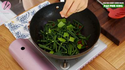 4b9cc27ad79 Pad Prik King Thai Red Curry Stir-fried Green Beans Recipe   Video ...