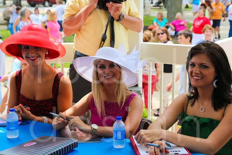 2012_Miss_Ohio_Parade_-_Photo_088
