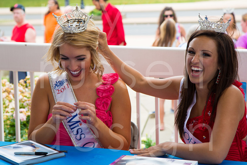 2012_Miss_Ohio_Parade_-_Photo_089