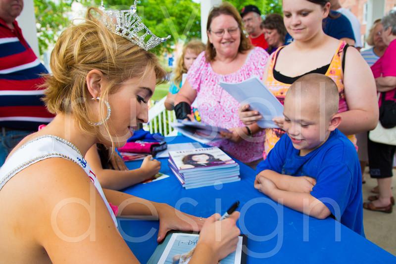2012_Miss_Ohio_Parade_-_Photo_095