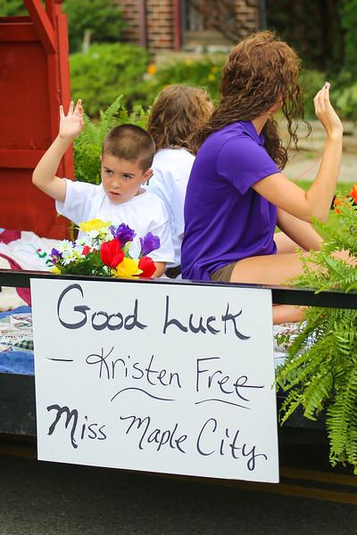 2012_Miss_Ohio_Parade_-_Photo_019
