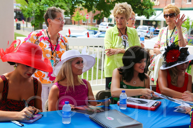 2012_Miss_Ohio_Parade_-_Photo_084