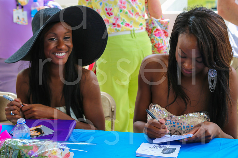 2012_Miss_Ohio_Parade_-_Photo_086