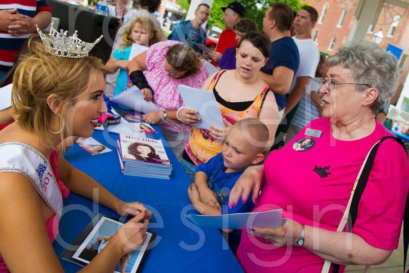2012_Miss_Ohio_Parade_-_Photo_094
