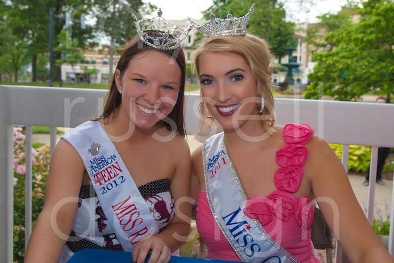 2012_Miss_Ohio_Parade_-_Photo_098