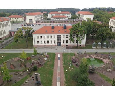 Weinberg Campus mit dem geologischen Garten im Vordergrund