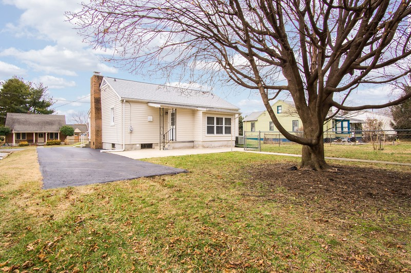 10911 Lincoln Ave-2430