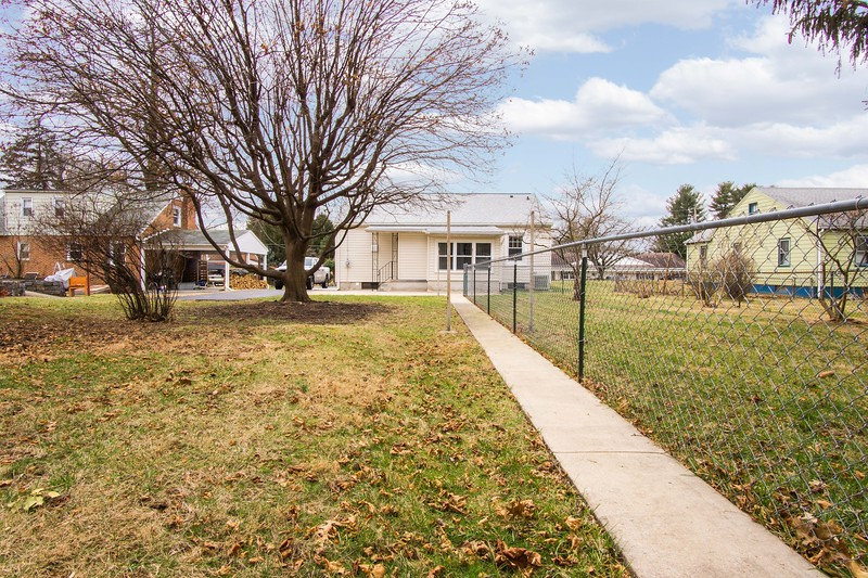 10911 Lincoln Ave-2429